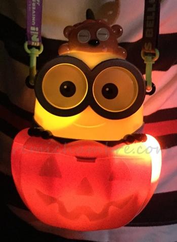 光るミニオン ボブのお菓子バケツ