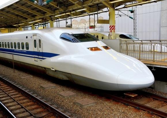 新幹線が雪で遅れ