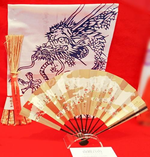 南観音山 粽(ちまき)と手ぬぐいなどの授与品